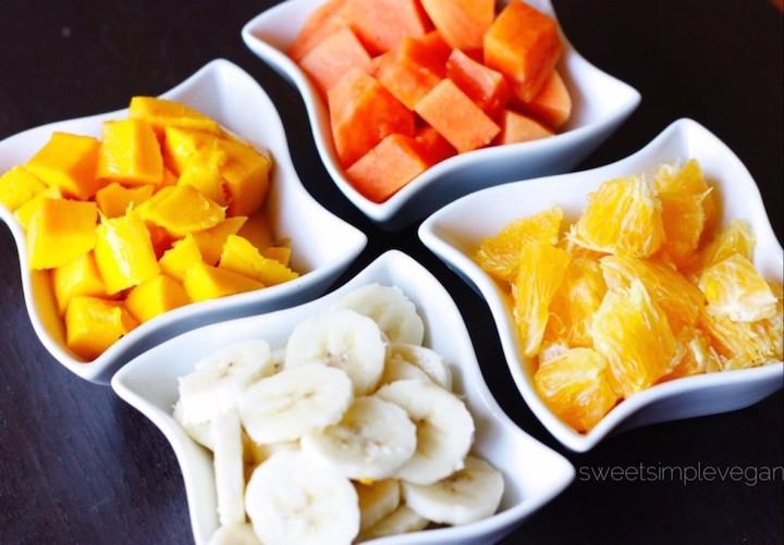 Come y Bebe Ecuatoriano Con Mango (Ecuadorian Tropical Fruit Salad)