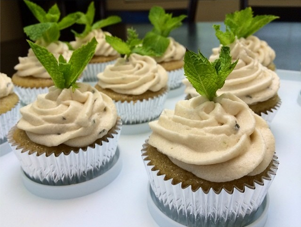 Mojito Cupcakes and image via @vegandeedee