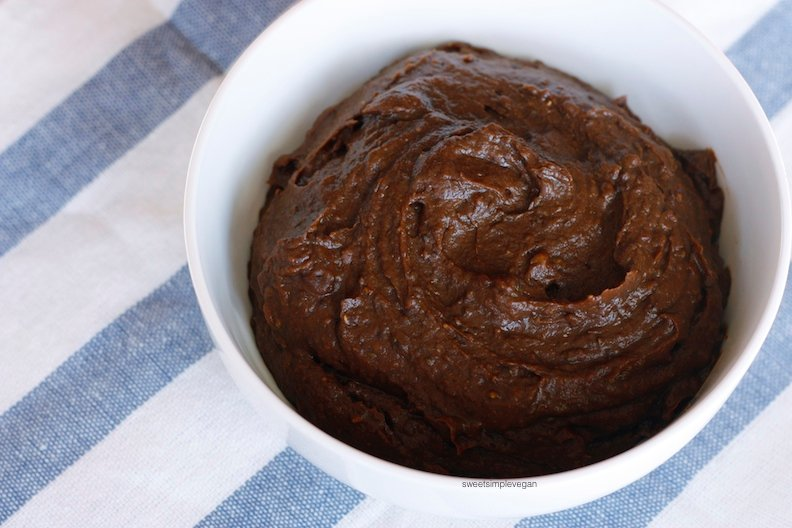 Healthy Chocolate Dessert Hummus (Low-fat, avocado-free)