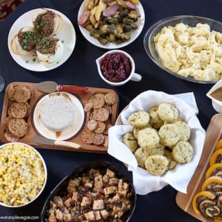 My Vegan Thanksgiving For Two w/ Conscious Chris {with recipes}