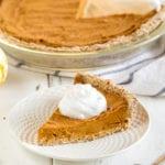 Easy Date-Sweetened Pumpkin Pie {oil, gluten & refined sugar free} sweetsimplevegan.com