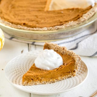 Date-Sweetened Vegan Pumpkin Pie {oil, gluten & refined sugar free}
