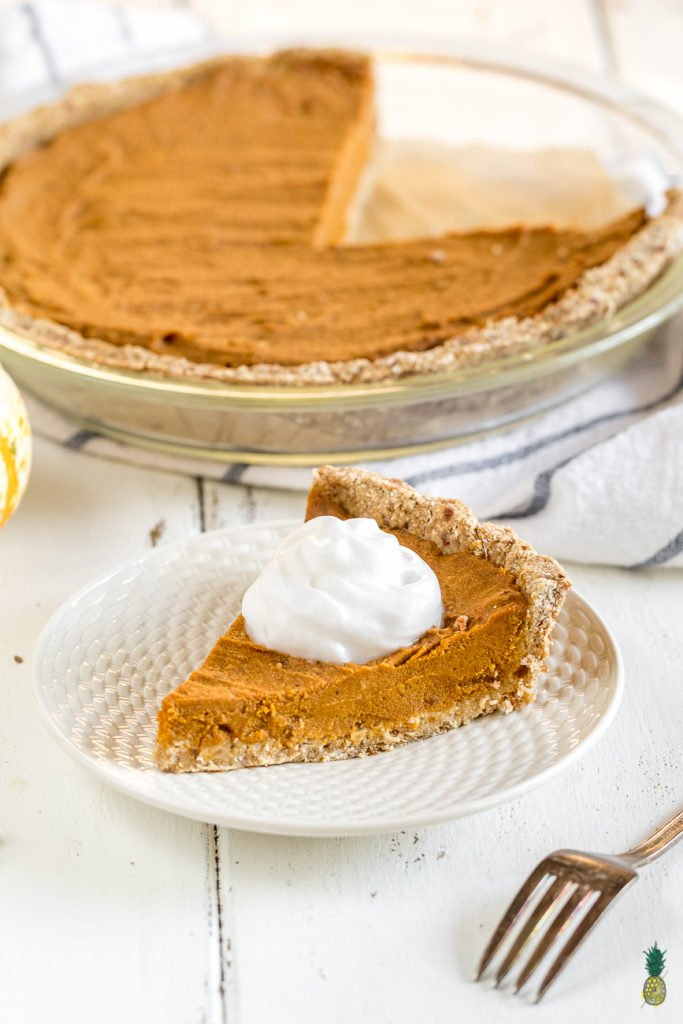 Easy Date-Sweetened Pumpkin Pie {oil, gluten & refined sugar free} sweetsimplevegan.com