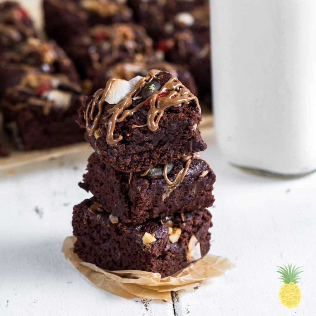 Fluffy Vegan Aquafaba Brownies {gluten- & oil-free} #vegan #oilfree #glutenfree #aquafaba #brownies