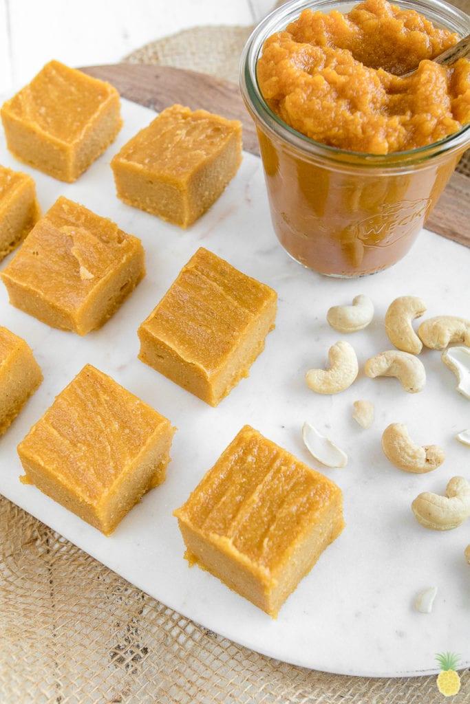Easy Vegan Pumpkin Pie Fudge {gluten & oil-free} sweetsimplevegan.com