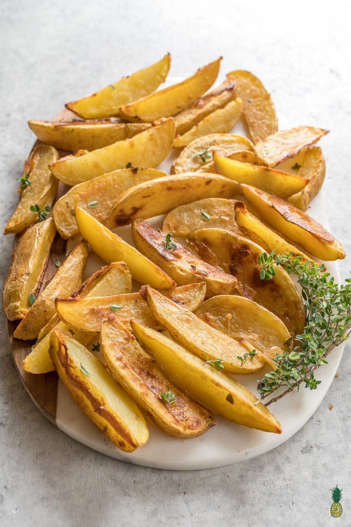 The BEST baked mojo fries + how to put together the PERFECT vegan party platter! #vegan #superbowl #partyplatter #oilfree #mojo #fries #baked #hummus