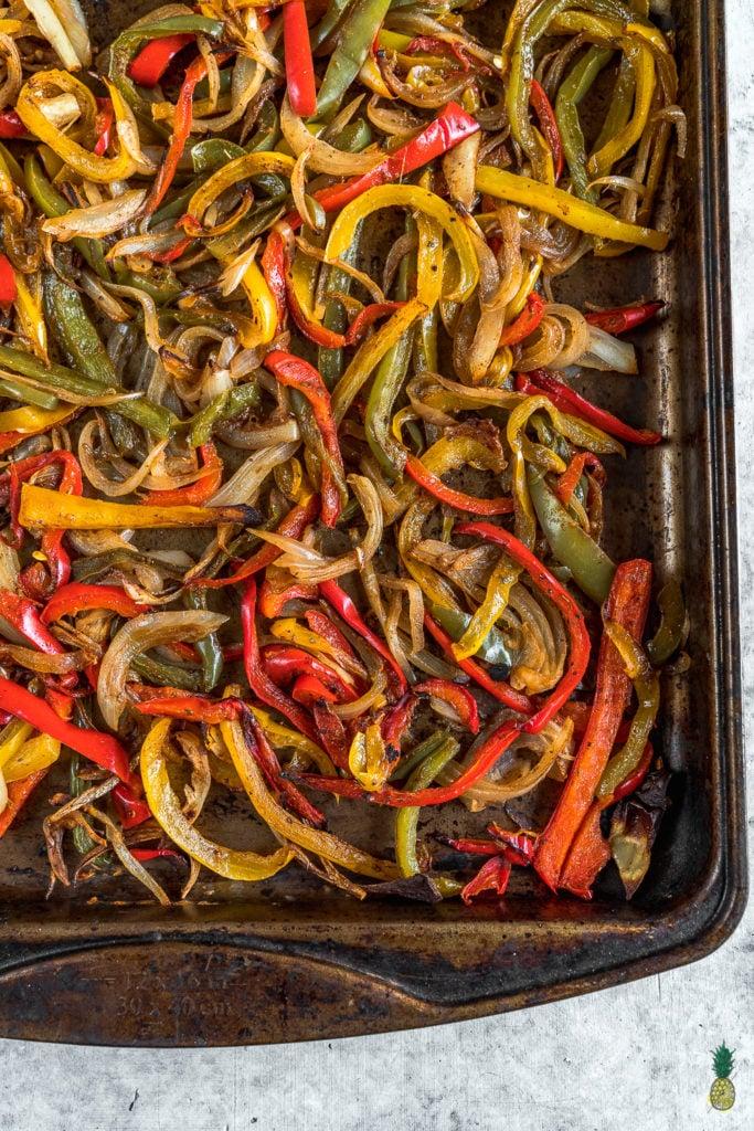 Roasted Fajita Vegetable Bowls {easy + oil-free} -- Healthy Vegan Lunch For On The Go https://sweetsimplevegan.com/2018/01/roasted-fajita-vegetable-bowls/