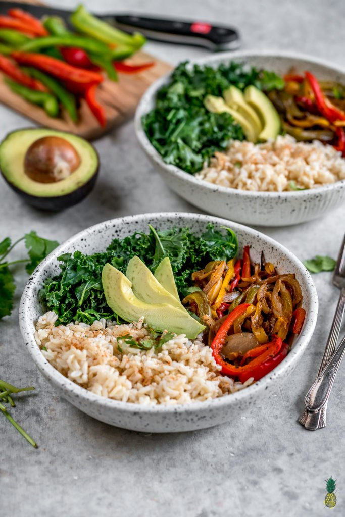 Roasted Fajita Vegetable Bowls {easy + oil-free} -- Healthy Vegan Lunch For On The Go http://sweetsimplevegan.com/2018/01/roasted-fajita-vegetable-bowls/
