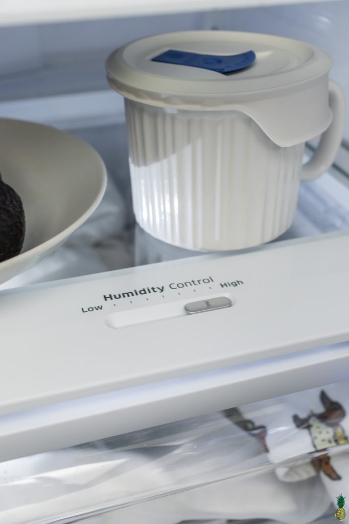 Photo of a crisper drawer on high humidity for vegetables