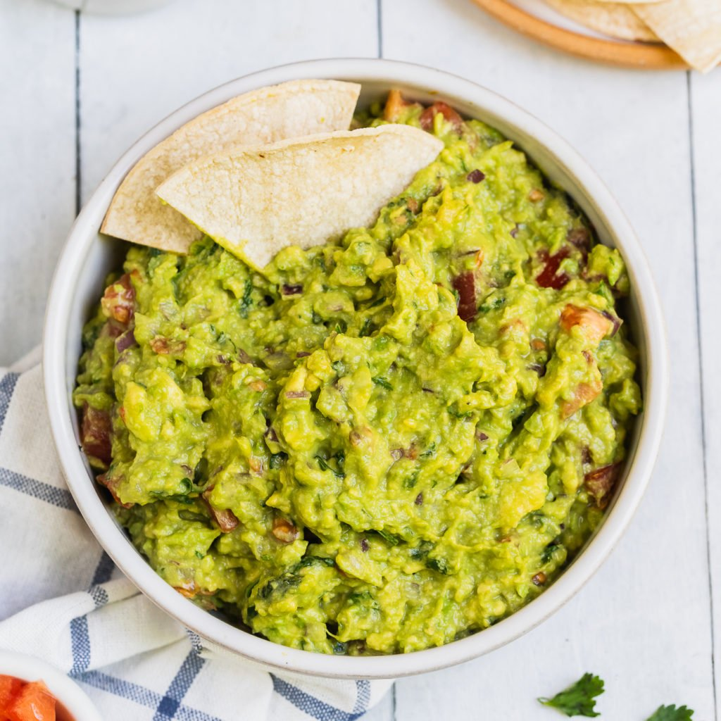 featured image of fresh guacamole recipe with tortilla chips