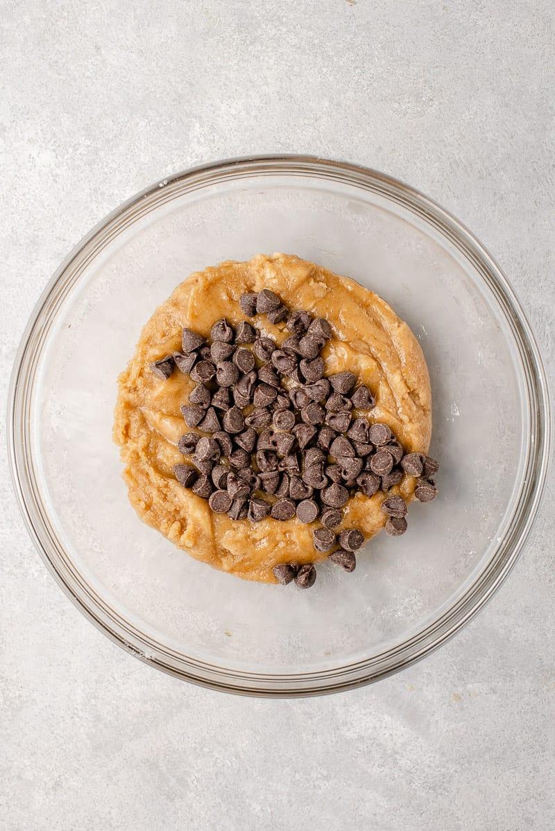 step by step vegan chocolate chip skillet cookie