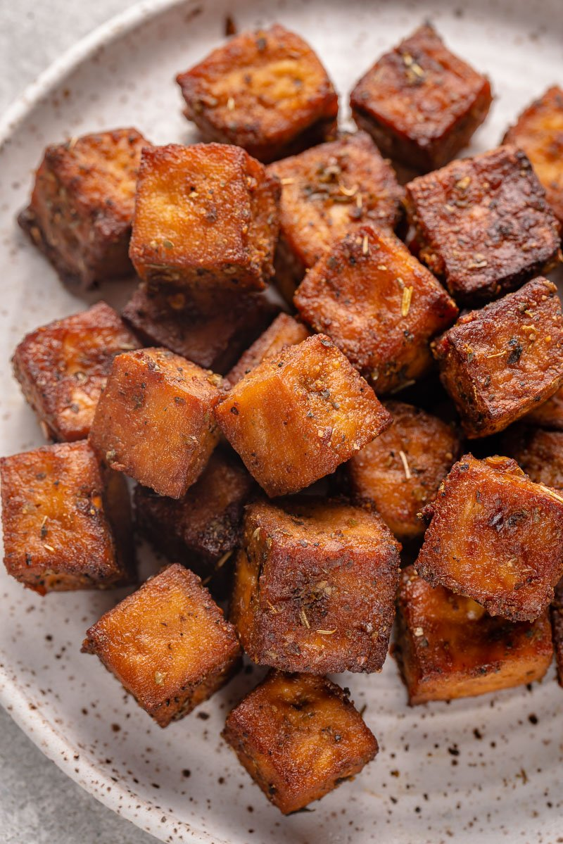 overhead image of crispy air fryer herbed tofu on a plate